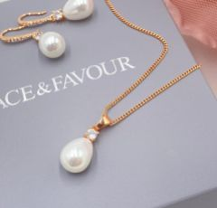 Dolci Rose Gold Teardrop Pearl Pendant Necklace