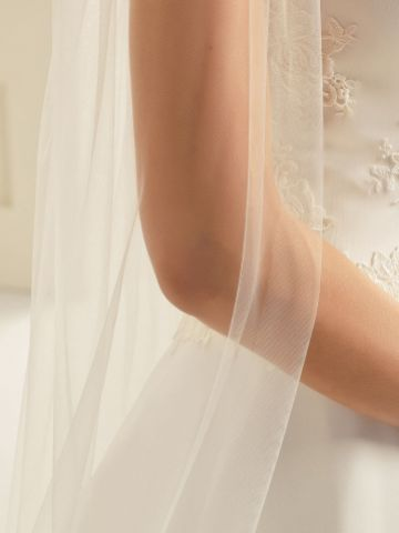 Bianco Ivory Plain Single Tier Cathedral Veil with Cut Edge S261