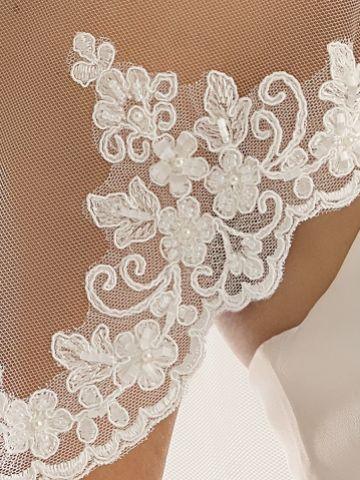 Bianco Single Tier Delicate Beaded Lace Edge Fingertip Veil S192