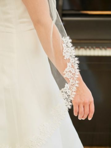 Linzi Jay Single Tier Semi Lace Edge Bridal Veil LA555