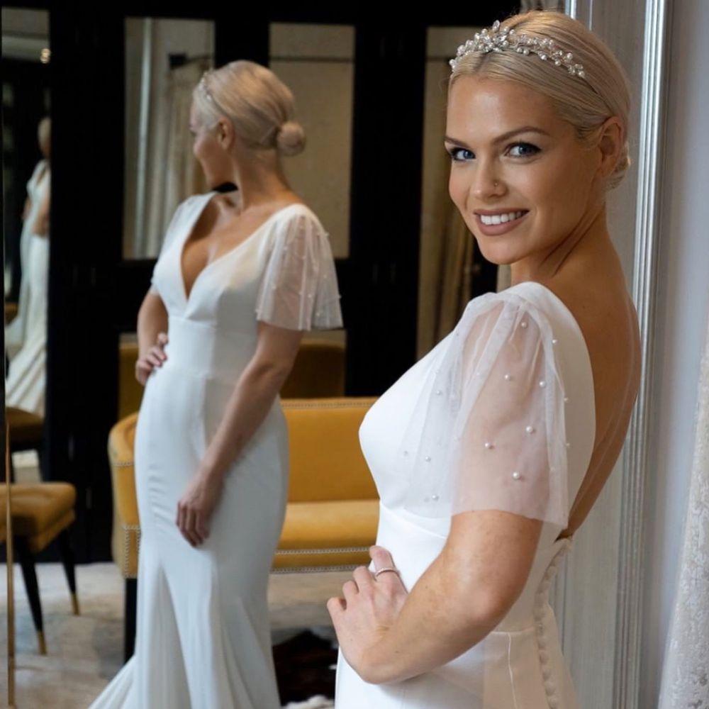 Arianna Classic Pearl and Diamante Wedding Tiara AR443