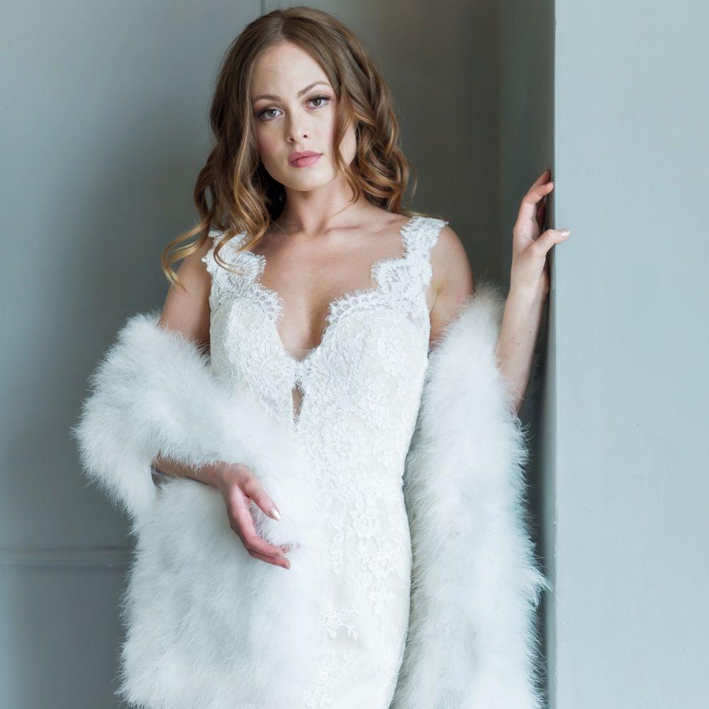 Valentina Ivory Long Feather Bridal Stole