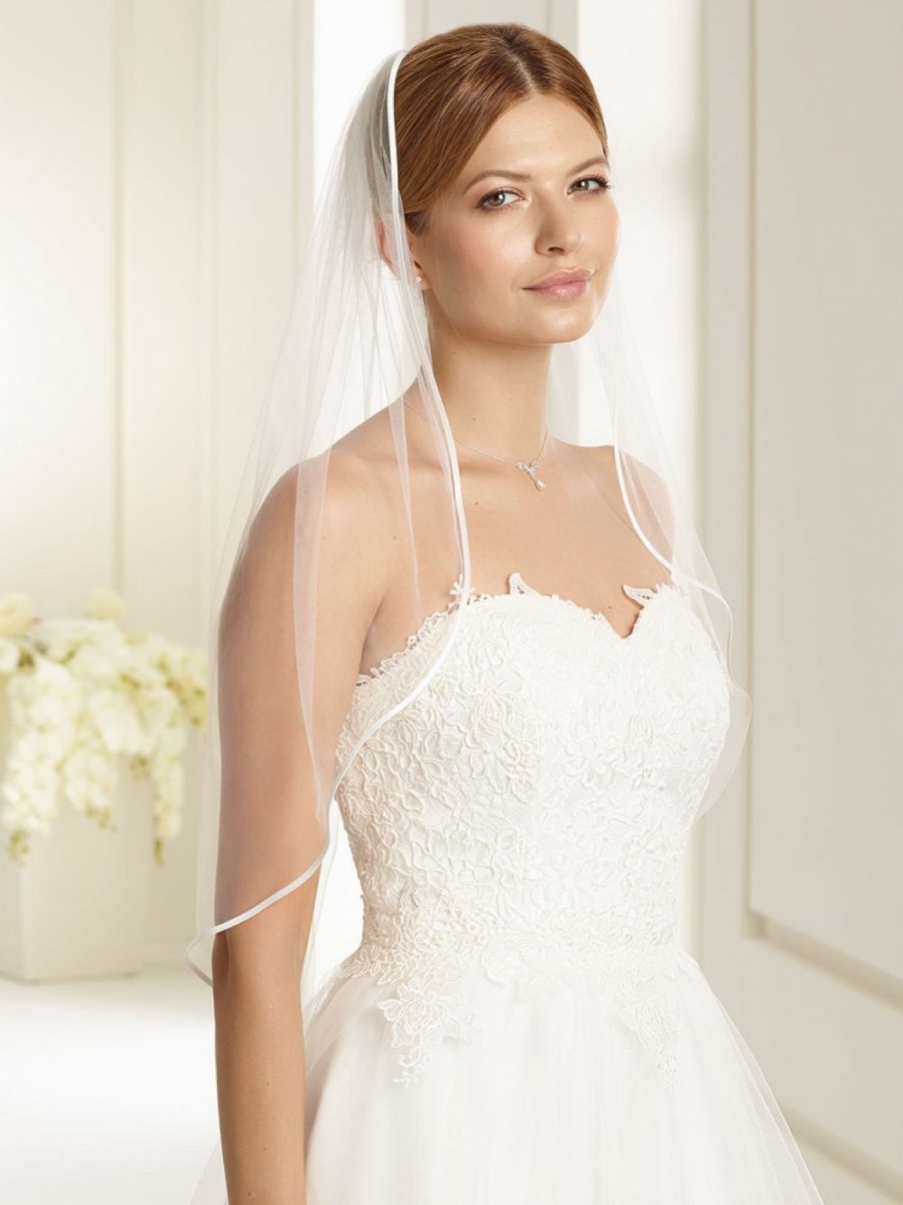 Bianco Ivory Single Tier Satin Edge Waist Length Veil S136