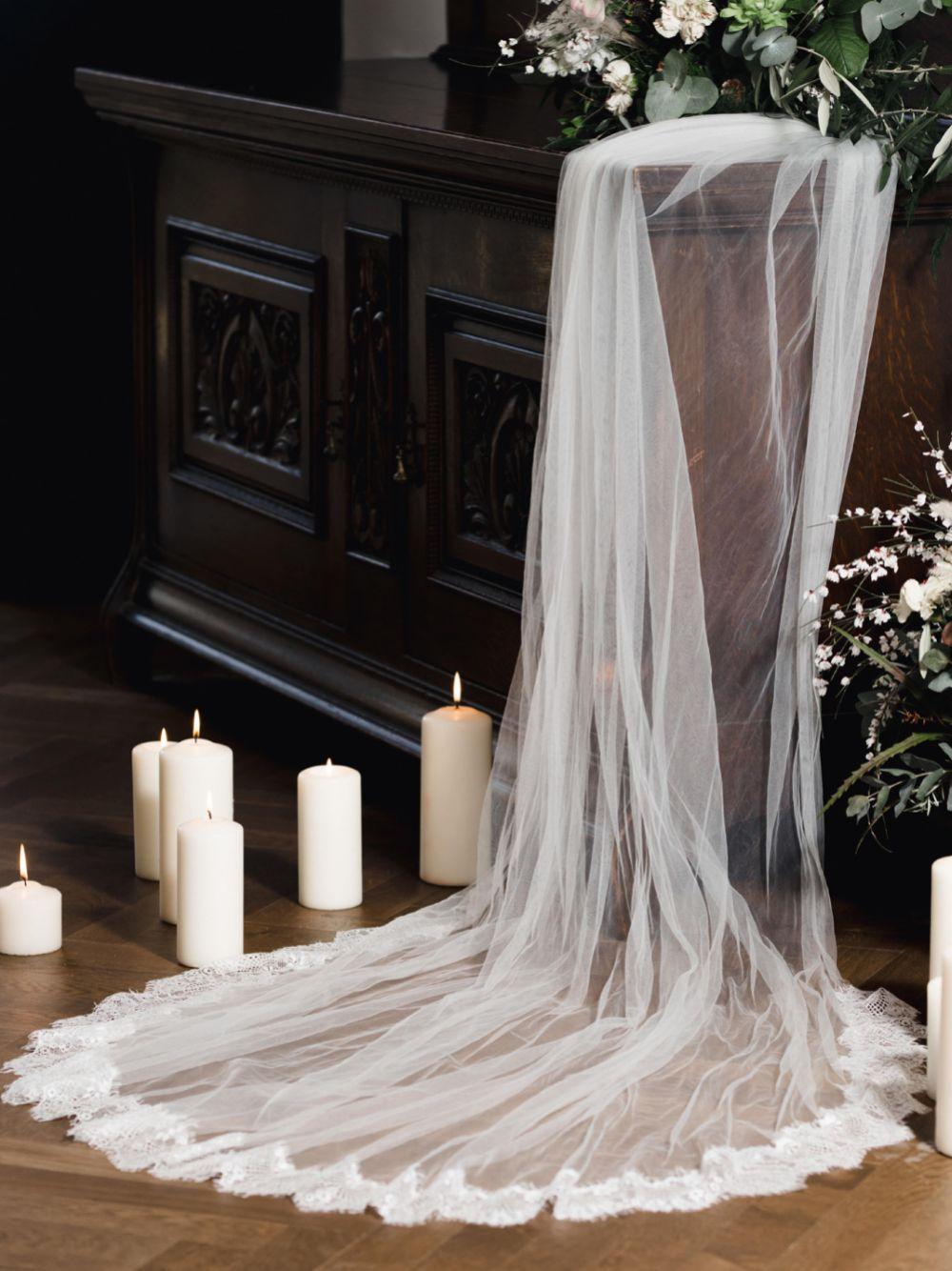 Linzi Jay Single Tier Chantilly Lace Edge Veil LA524