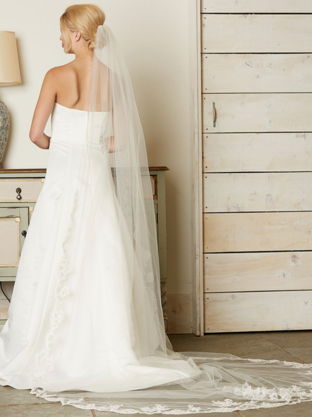 Linzi Jay Single Tier Ivory Cathedral Veil with Beaded Lace Edge V742