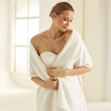 Bianco Ivory Knitted Wedding Shawl E339