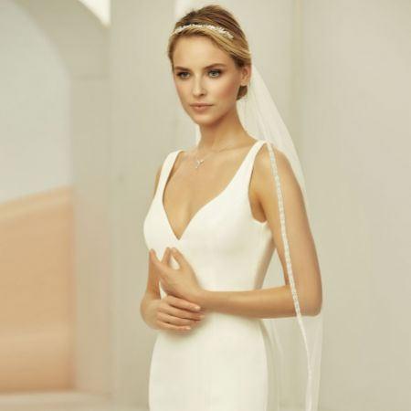 Bianco Ivory Single Tier Fingertip Veil with Narrow Lace Edge S400