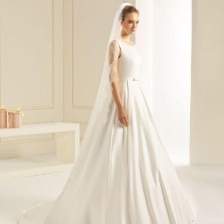 Bianco Single Tier Fine Lace Edge Full Length Veil S242