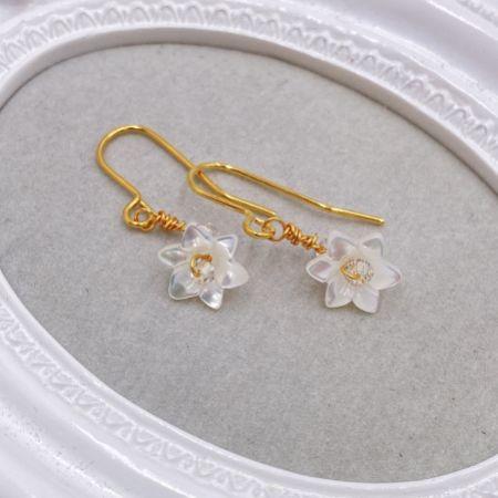 Hermione Harbutt Violette Gold Mother of Pearl Flower Earrings