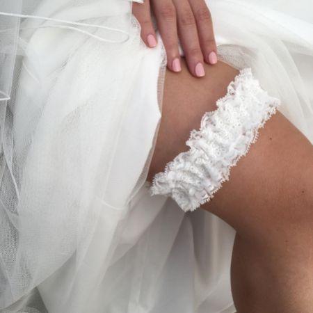 Honesty Classic Ivory Lace Bridal Garter