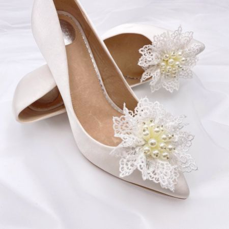 Perfect Bridal Kiwi Ivory Lace and Pearl Flower Shoe Clips